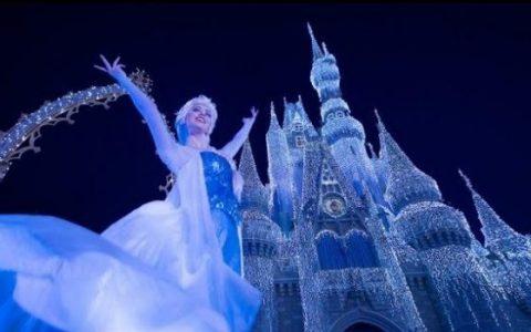 """奥兰多的华特迪士尼世界开启圣诞季的表演""""冰雪奇缘节日心愿""""(A Frozen Holiday Wish)"""